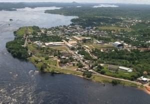 Transporte de mudança em balsa para a Amazônia